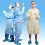 Abito medico a gettare dell'ospedale, abito di SMS, abito giallo di isolamento