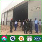 Capannone d'acciaio prefabbricato dei velivoli nell'esercito del Niger