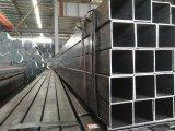 黒によって油をさされる長方形鋼管