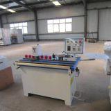 Machine manuelle de bordure avec l'élément de garniture