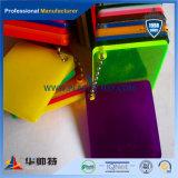 Transparentes verdrängtes Farben-Acryl-Blatt