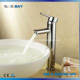 Le chrome neuf en laiton choisissent le robinet de salle de bains de traitement