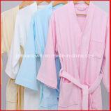 ホームまたはHotel/SPAのための熱い販売法の超柔らかい大人の珊瑚の羊毛の浴衣