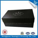 Cadre de empaquetage de cadeau de papier de configuration gravé en relief par noir avec le logo argenté