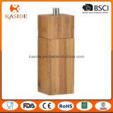 В форме квадрата бамбука ручной мельницы солью и перцем