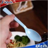 Beschikbaar Plastic die Bestek voor het Gebruik van het Voedsel wordt geplaatst