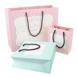 Sac de papier de empaquetage réutilisé par luxe d'impression d'achats faits sur commande de logo