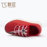 La mode de gosses lacent vers le haut les chaussures respirables légères d'espadrilles rouges