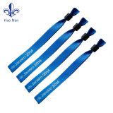 Design de pulseiras personalizadas com material suave e confortável
