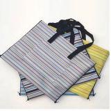 Packable屋外の防水浜毛布、ピクニックマットの組み込みのトートバックQH-006