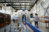 Bouteille de remplissage automatique de l'eau minérale et l'étiquetage plafonnement de la machine