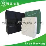 Sac de papier noir de empaquetage de luxe au détail d'achats