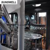 공장은 액체 음료 생산 라인을%s 병에 넣는 충전물 기계를 만들었다
