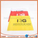 Una capa de la publicidad impresa la bandera de golf