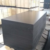 Madera contrachapada fenólica Shuttering hecha frente película negra del álamo del pegamento (15X1250X2500m m)