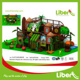 En el interior de la serie Forset Playground Parque de Atracciones Juguetes