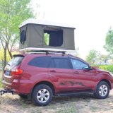 屋外の陸上4X4アクセサリ車のキャンプの屋根の上のテント