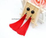 Tre orecchini eleganti della nappa di colori lungamente filettano gli orecchini di goccia della nappa con la perla