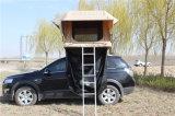 la mini automobile del rimorchio di campeggiatore 4X4 schiocca in su le tende superiori del tetto