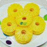 Les ananas en conserve de fruits dans un sirop léger