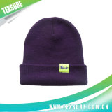 Подгонянные шлемы акриловой зимы теплые связанные с логосом заплатки (063)