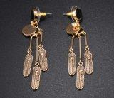 プロムの宝石類に日付を記入する西部型の宝石類の方法によって個人化されるGold&Silverカラー羽の長いイヤリングの金属のスタッドのイヤリング
