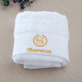 高品質の刺繍が付いている100%年の綿のホテルの浴室表面/手タオル