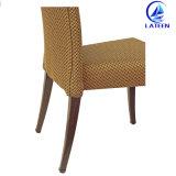 木は心地よいファブリッククッションが付いている椅子を食事することを好む
