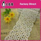 Testo fisso decorativo simmetrico 100% del merletto del reticolo di fiore del poliestere di modo