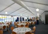 A barraca ao ar livre luxuosa do casamento do famoso do partido projetou no estilo novo