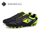 通気性の滑り止めの人のスポーツのサッカーの靴