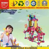 Het Milieuvriendelijke Plastic Intellectuele en OnderwijsHuis van het jonge geitje met het Stuk speelgoed van de Bloem