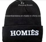 Продукция фабрики подгоняла вышитый логосом акриловый черный связанный шлем Beanie зимы