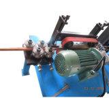 Torcendo l'asse di rotazione della macchina prendere il collegare della leva che raddrizza e tagliatrice