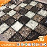 チェス盤の金葉の光沢のある壁のタイルのガラスモザイク(G848015)