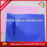 Funda de almohada del hotel con diversa insignia del color y del cliente