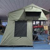 fuori dalla tenda molle della parte superiore del tetto della tenda di campeggio della strada