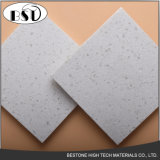 Mattonelle di pavimentazione artificiali durevoli della pietra del quarzo con i chip