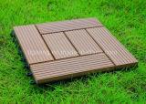 Le WPC imperméable carré en bois de tuiles de bricolage PE Decking antidérapant