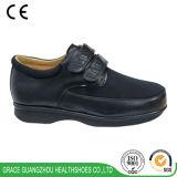 黒く広い革スパンデックスの歩きやすい糖尿病性の整形治療用靴