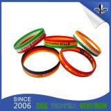 La couleur personnalisée de logo a rempli le bracelet estampé de silicones