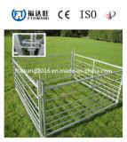 ヒツジの牛シカの塀または牧草地フィールド塀か農場の塀