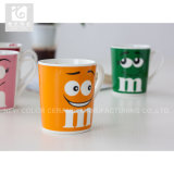 Taza de té diariamente usada de la porcelana con insignia de la compañía