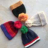 100% Acrylic Winter Hat Оборот Стиль с флисовой Linnig с помпоном