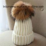 Sombrero hecho punto del invierno con la bola de la piel para la venta al por mayor en precio bajo