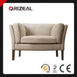거실은 의자 Sorensen에 의하여 덮개를 씌운 의자를 덮개를 씌웠다