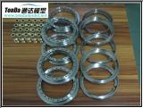 製粉し、回転を旋盤にかけるCNCのステンレス製の機械化の部品