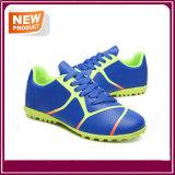 زرقاء لون نمو كرة قدم أحذية لأنّ عمليّة بيع
