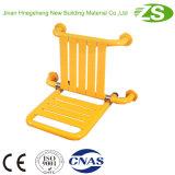 Sedile con schienale fissato al muro del bagno di sicurezza di cura domestica