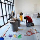 La plastica ondulata del materiale da costruzione protegge lo strato del pavimento del coperchio